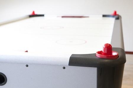 Groepsaccommodatie%20Op%20de%20Horst%20Groesbeek%2C%20airhockey.jpg